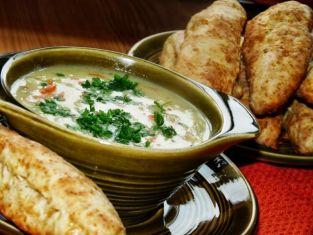 Zupa cebulowa z biskwitami serowymi
