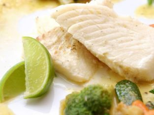 filet z ryby w sosie