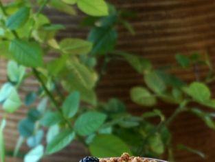 gruszki z jeżynami i otrębami