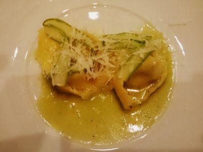 Ravioli ze szparagami z ricottą w sosie czosnkowym