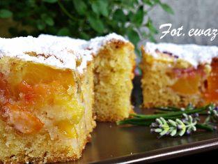ciasto lawendowe z brzoskwinią i morelą