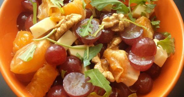 Sałatka owocowa z serem pleśniowym i pieprzem cayenne
