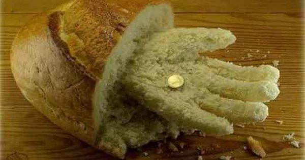 ręka z chleba