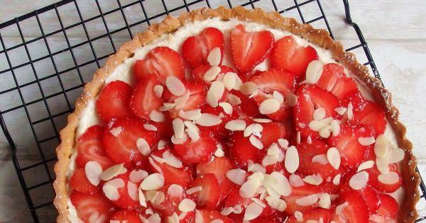Tarta cieciorkowa z truskawkami