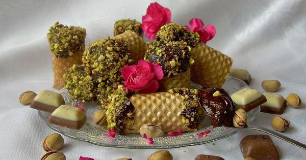 Roladki waflowe z czekoladą i pistacjami