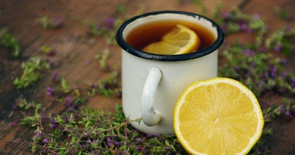 Herbata z cytryną w rumie