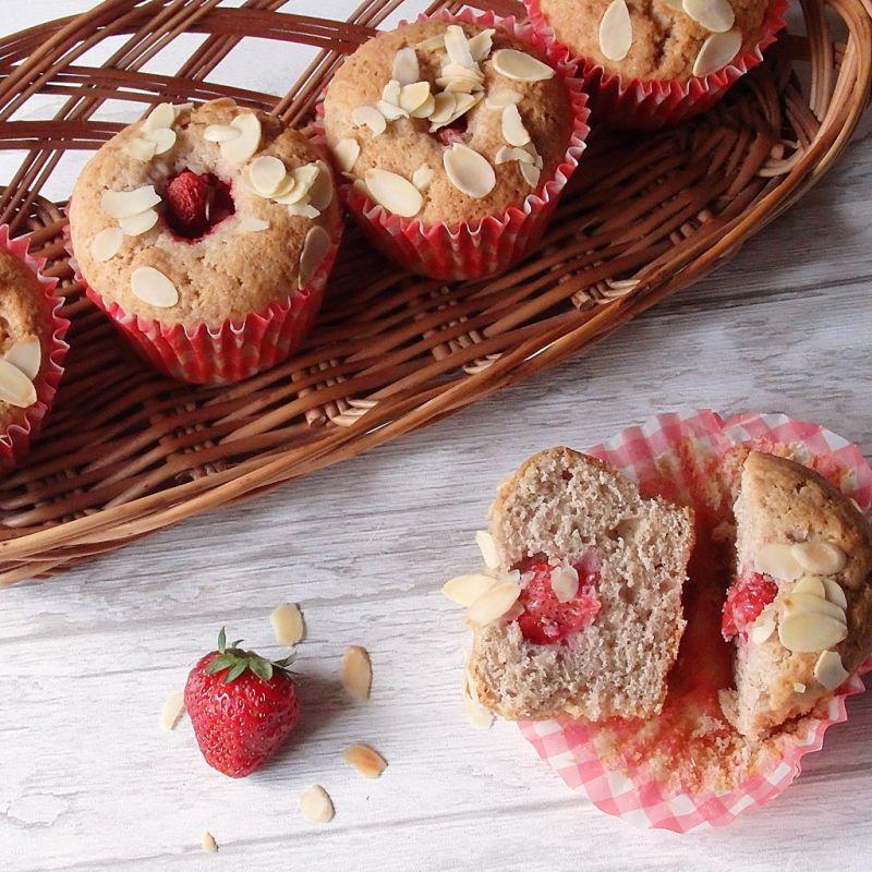 Muffiny orkiszowo-truskawkowe