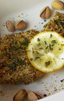 Ryba pieczona w panierce z pistacji