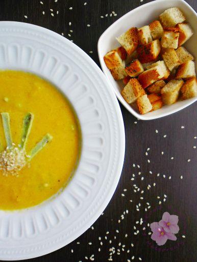 Zupa dyniowa z naleśnikiem