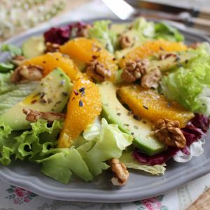 Sałatka z awokado i pomarańczą