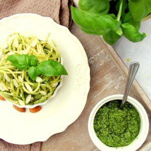 Pesto ze szpinaku, bazylii i migdałów