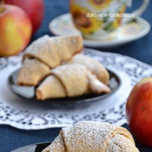 Rogaliki półrazowe z jabłkami
