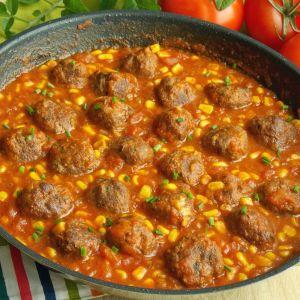 wołowe klopsiki w sosie pomidorowym
