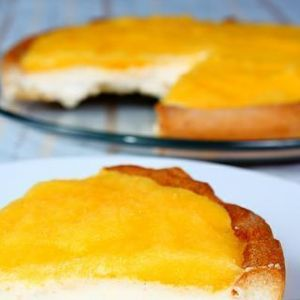 Tarta lodowa z sosem mango