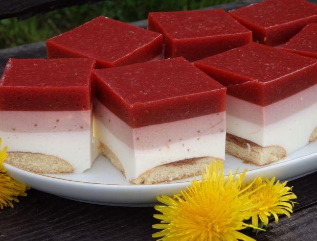 Sernik z musem truskawkowo-rabarbarowym