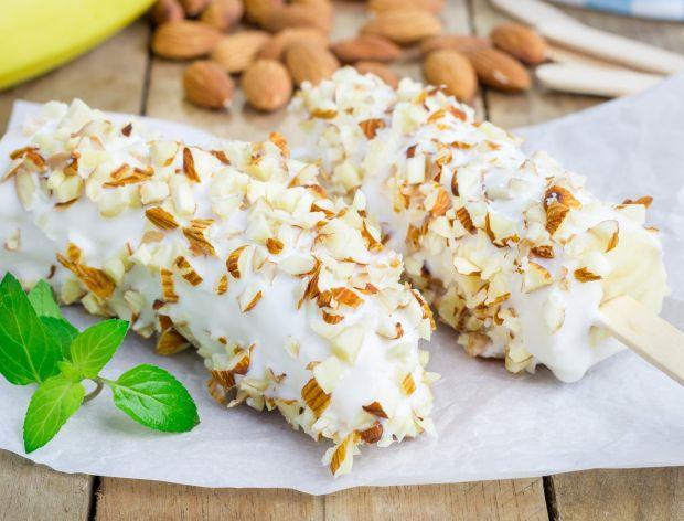 Mrożone banany w białej czekoladzie z migdałową posypką