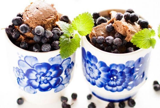 deser czekoladowo-nerkowcowy