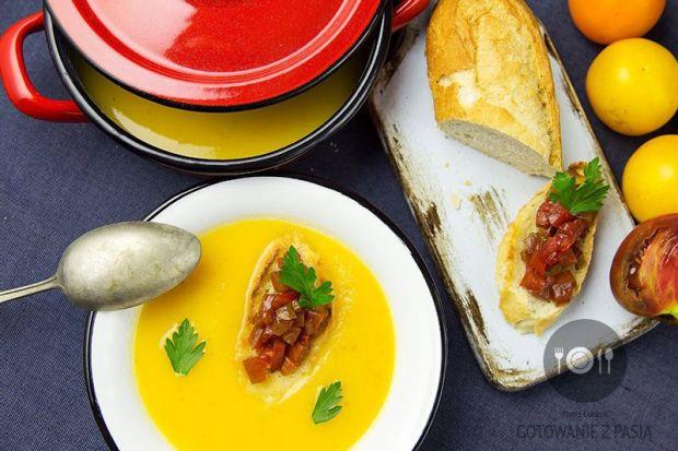 żółta zupa pomidorowa