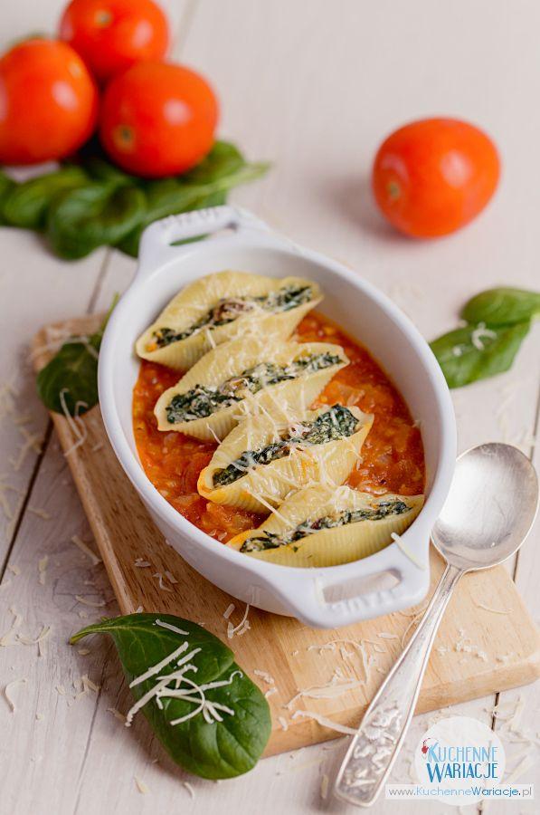 Conchiglioni nadziewane szpinakiem i ricottą w pomidorach