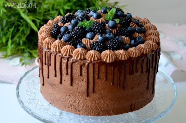 tort czekoladowy z jeżynami