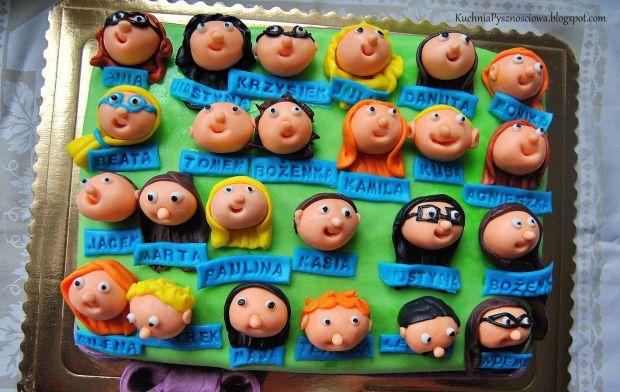 tort z twarzami